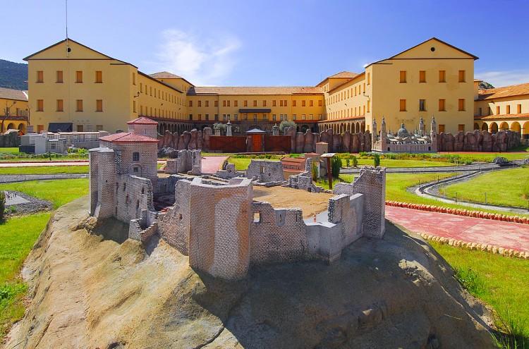 complejo-pirenarium-vistas-entrada