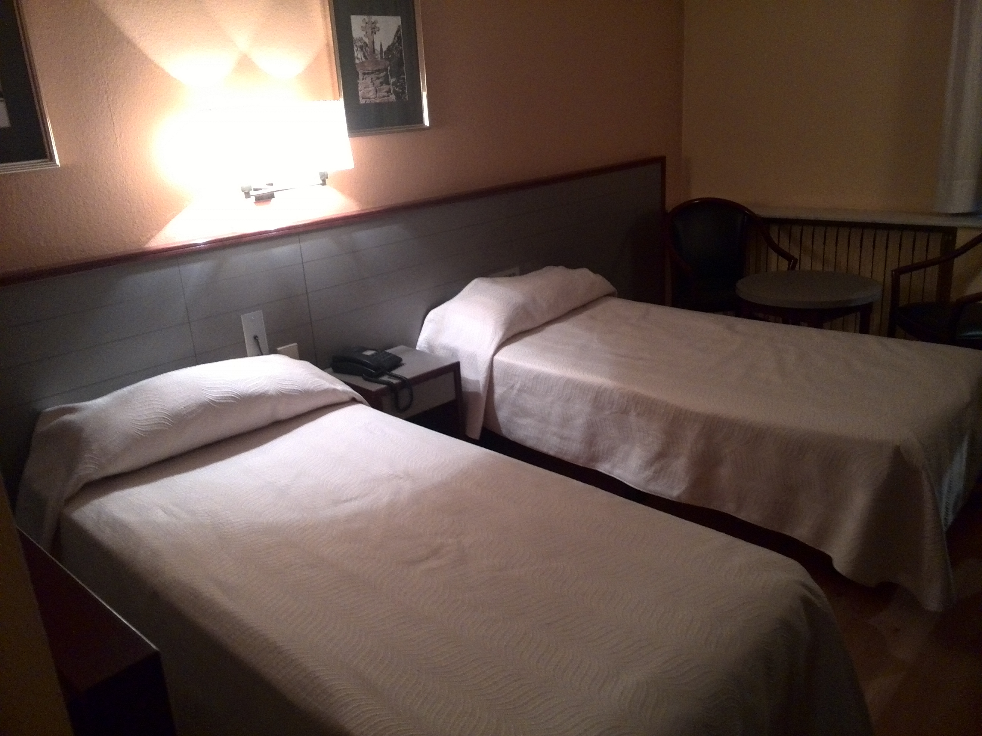 Habitación hotel Kyriad Comtes d'Urgell 3*