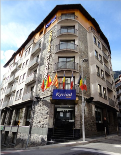 Entrada Kyriad Comtes d'Urgell 3*