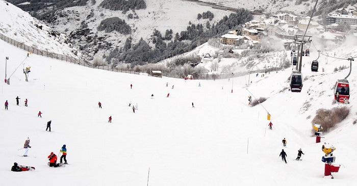Esquiando en Sierra Nevada en febrero
