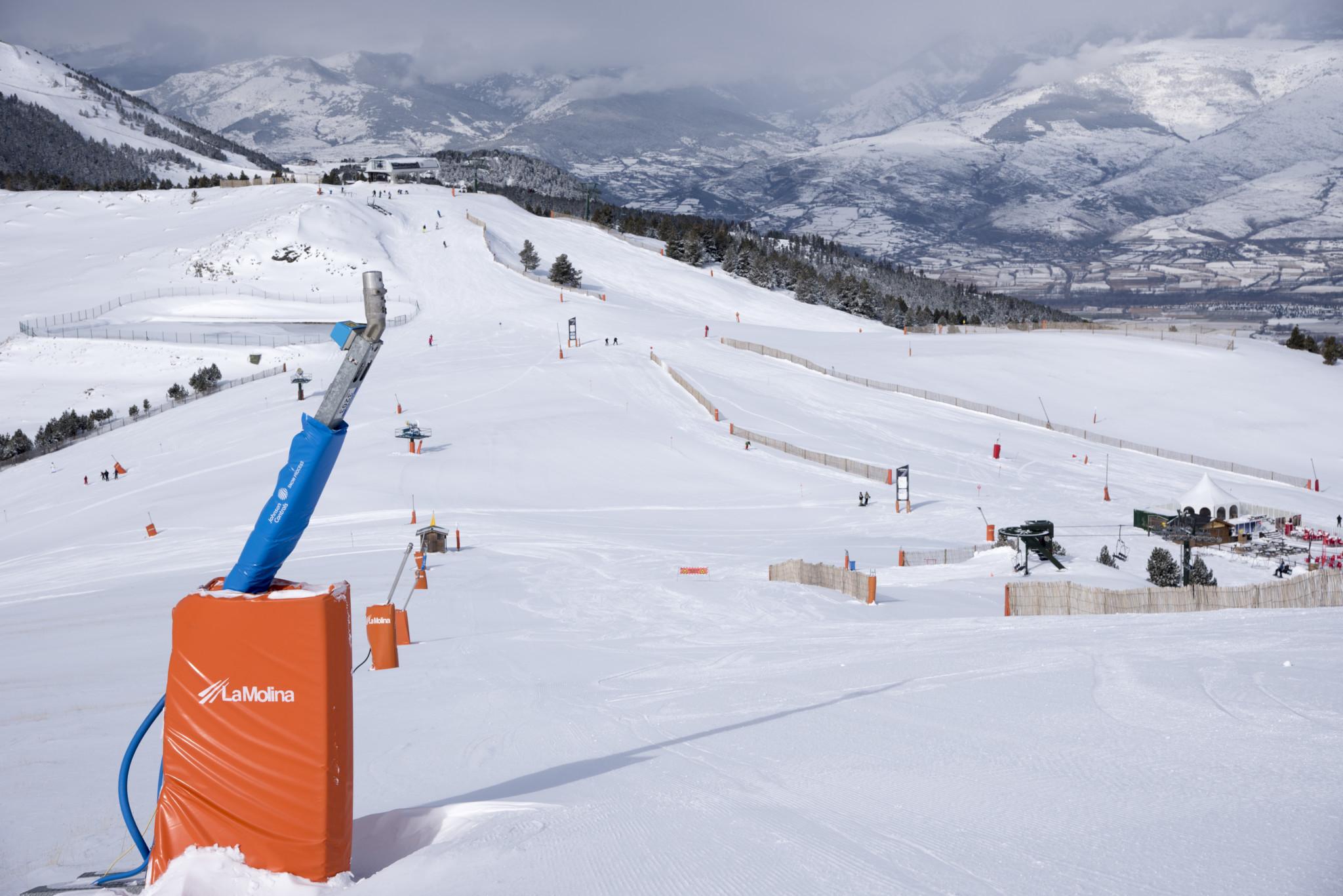 Cañones de nieve La Molina