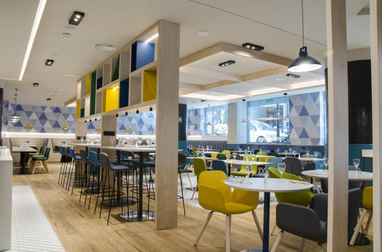 Comedor del hotel Holiday Inn super moderno