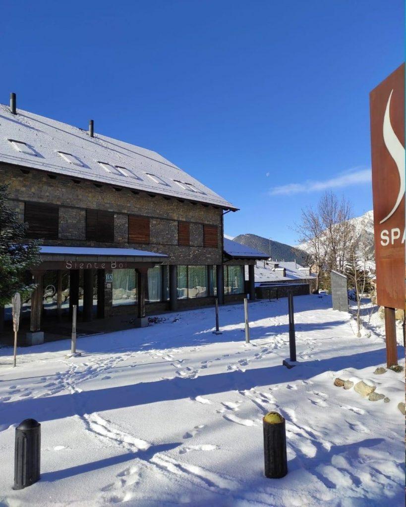 Exterior del Aparthotel Siente Boí & Spa 4* nevado