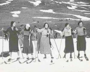 Esquiadoras aragonesas en Candanchú a principios de los años 30.